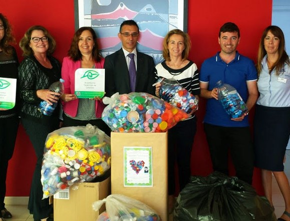 The Group of Sustainable Accommodations ASOLAN carries out a new delivery of solidarity plastic caps