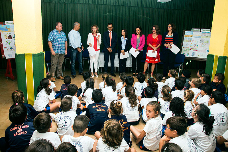 Three students from the CEIP Capellanía de Yágabo and another student from Nuestra Sra. de los Volcanes, winners of the 10th Drawing Competition promoted by ASOLAN