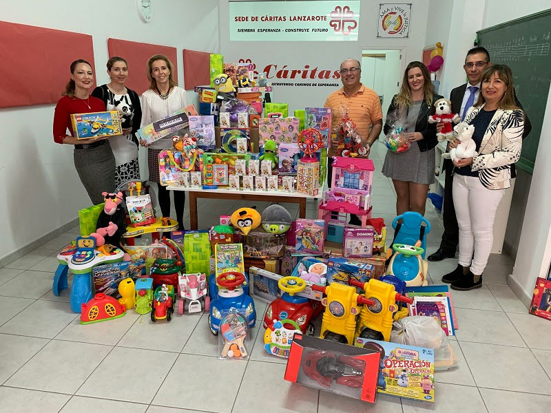 The sustainable hotels of ASOLAN carry out the first delivery of toys collected in this Christmas campaign to Cáritas